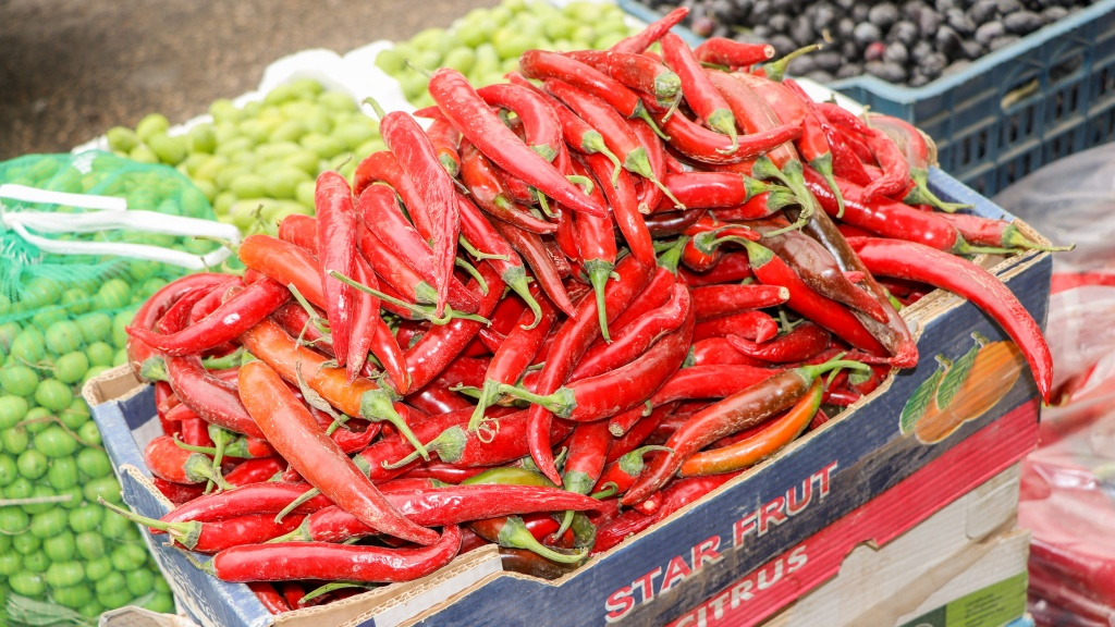 Syrian style peppers on sale in the Syrian Market in Ramtha - by Stephanie Saldaña